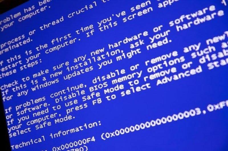 Máy tính xuất hiện màn hình xanh.