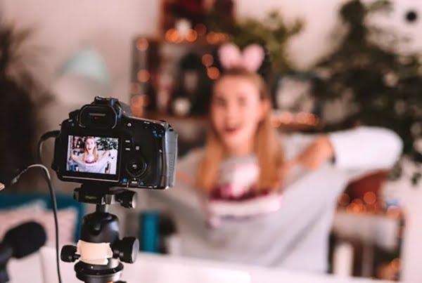 Vlog là gì? Vlogger là ai.