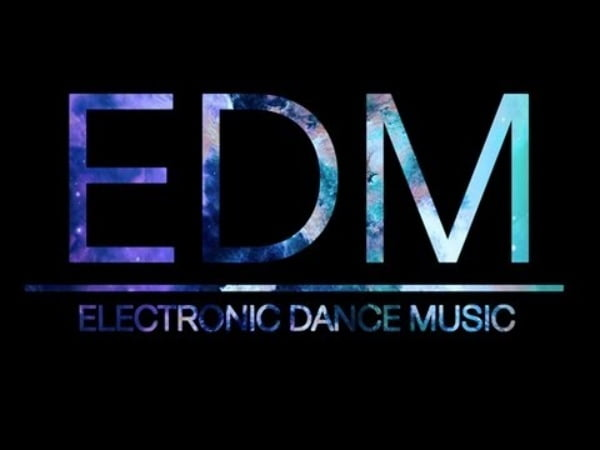 EDM sử dụng nhạc không bản quyền.